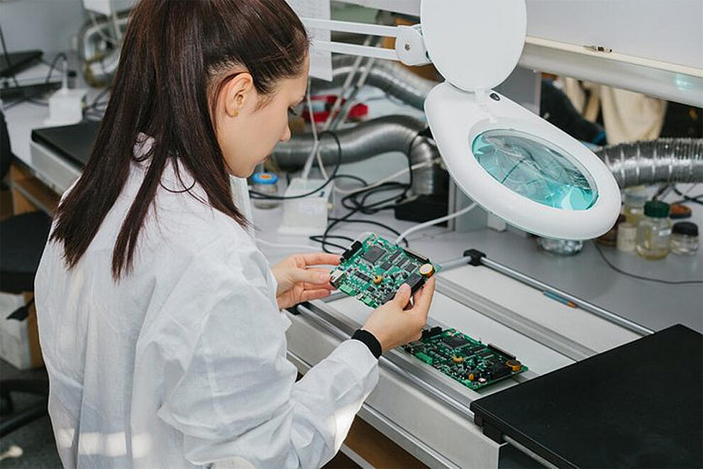 The Benefits of Outsourcing Your Electronic Manufacturing Services