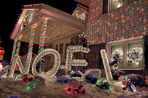 Impressive christmas house decorations for Decorations noel exterieur maison
