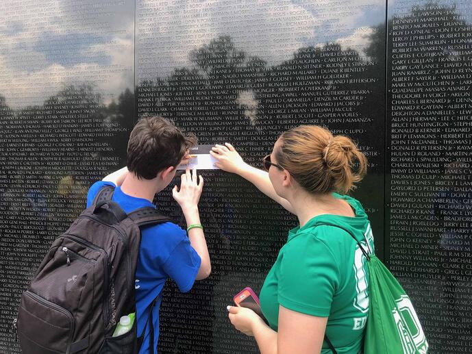 Washington DC School Trip see the Vietnam Memorial