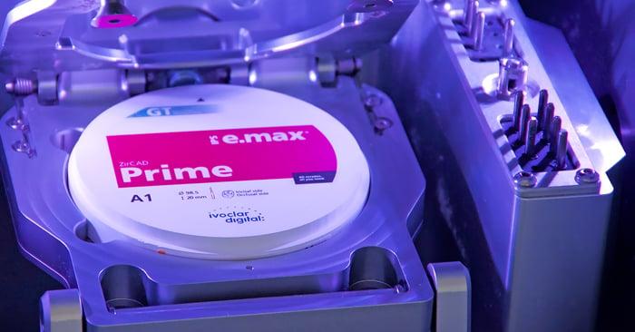 Il vous semble parfois difficile de placer les disques dans votre usineuse, en particulier les disques en zircone ?