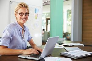an accounting professional uses workflow management software on her laptop