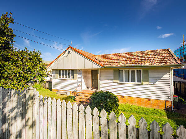 20 Arrol Street, Camp Hill - Buying to rebuild