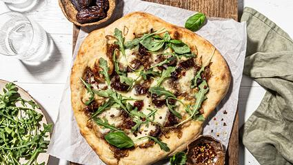 Pizza with Caramelized Onions and Dates