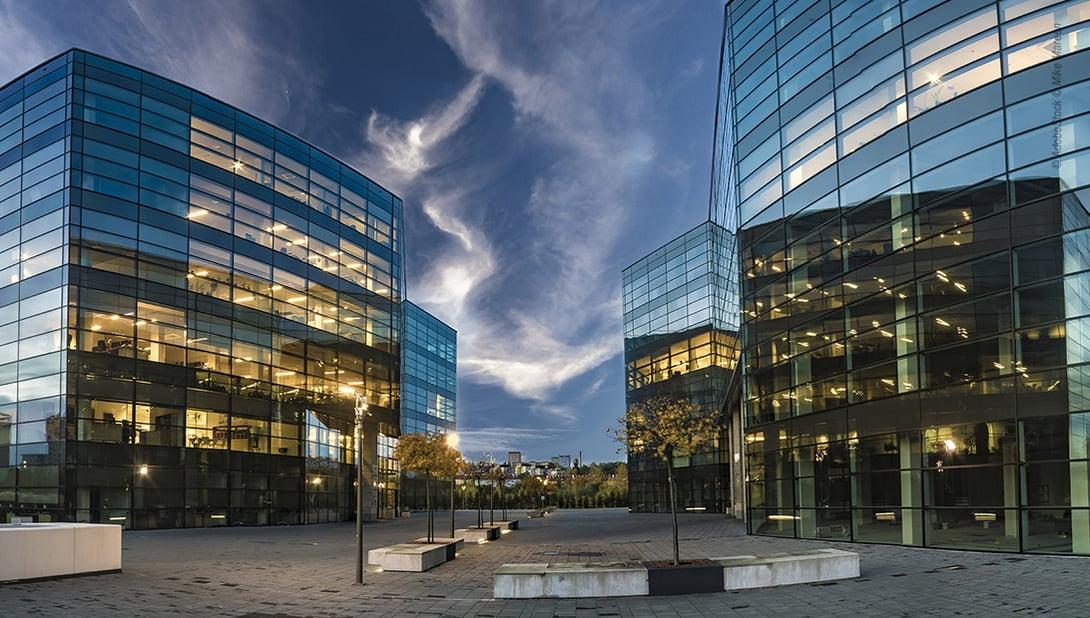 BIM bietet Chancen in der Gebäudeautomation: Gebäudefront Hochhäuser