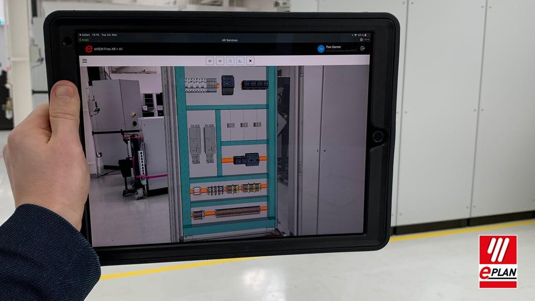 Tablet mit digitalem Zwilling und Eplan eView AR
