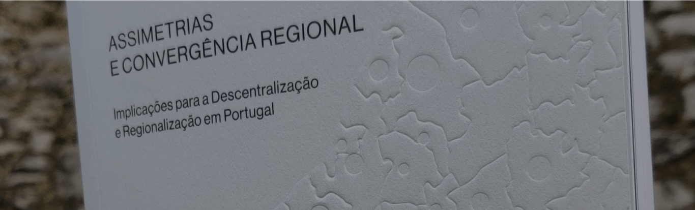Combined power of dataviz & print for the Commercial Association of Porto