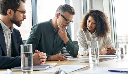 Correduría de seguros especialista vs generalista, ¿qué elegir en logística?