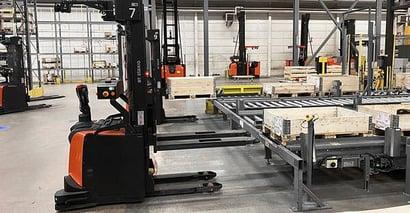 Automatisering af lager med føreløsetruck