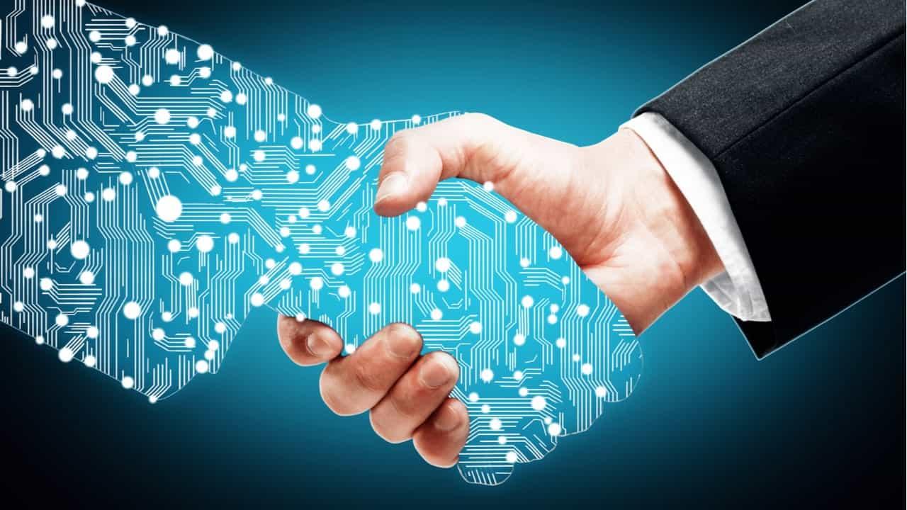 directivo dando la mano a una persona digital concepto de transformacion digital