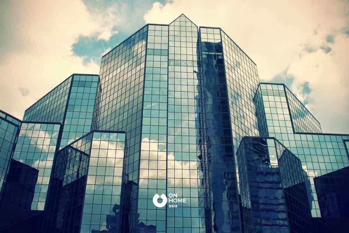 Kính phản quang được ứng dụng xung quanh các tòa nhà cao tầng