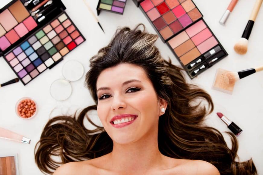Conoce los mejores kits de maquillaje barato y atrévete a celebrar tu belleza