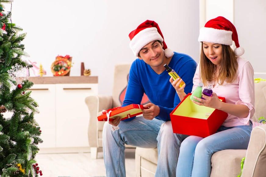 Regalar perfumes en Navidad: lo mejor para ella y para él