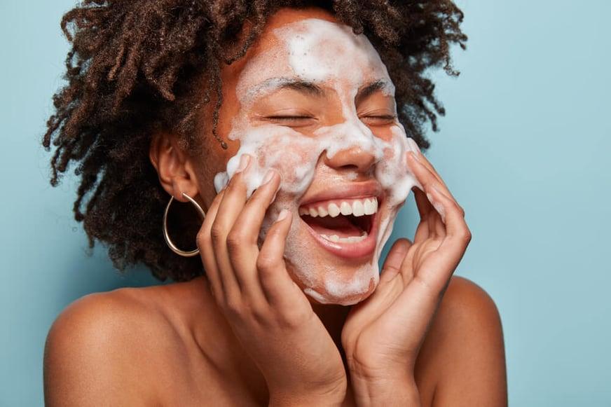 Guía práctica para cuidar la piel en verano: tips e ideas