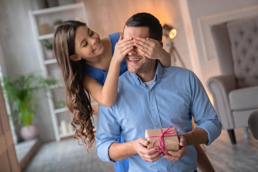 ¿Qué regalarle a mi papá? Guía de los mejores regalos según la personalidad de tu primer cómplice