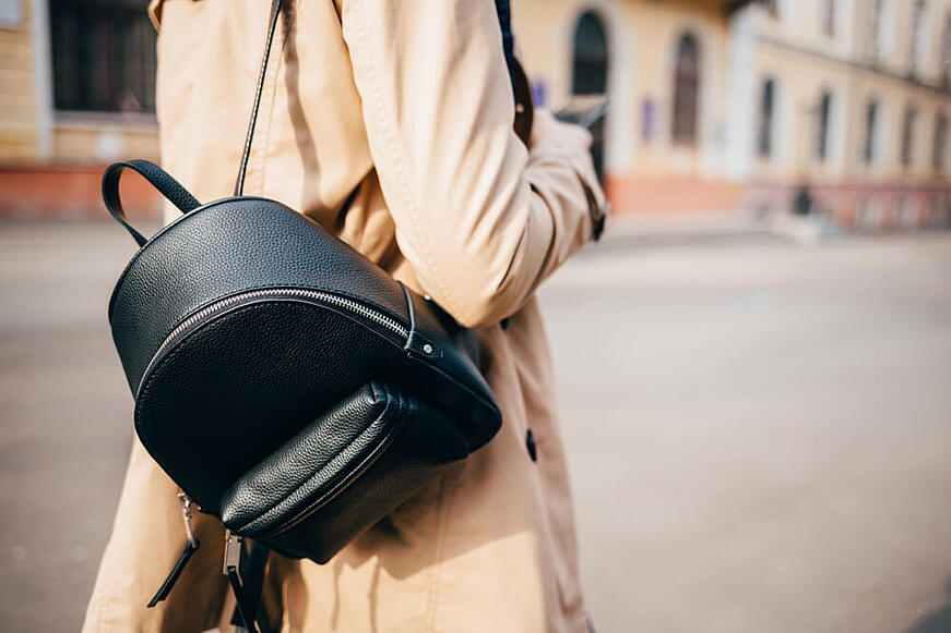 Mira estos tips para comprar tu mochila Guess para mujer favorita