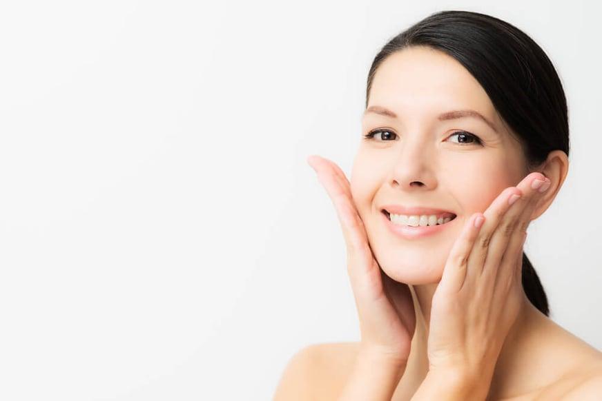Dile adiós al rostro cansado con 5 remedios caseros para las ojeras