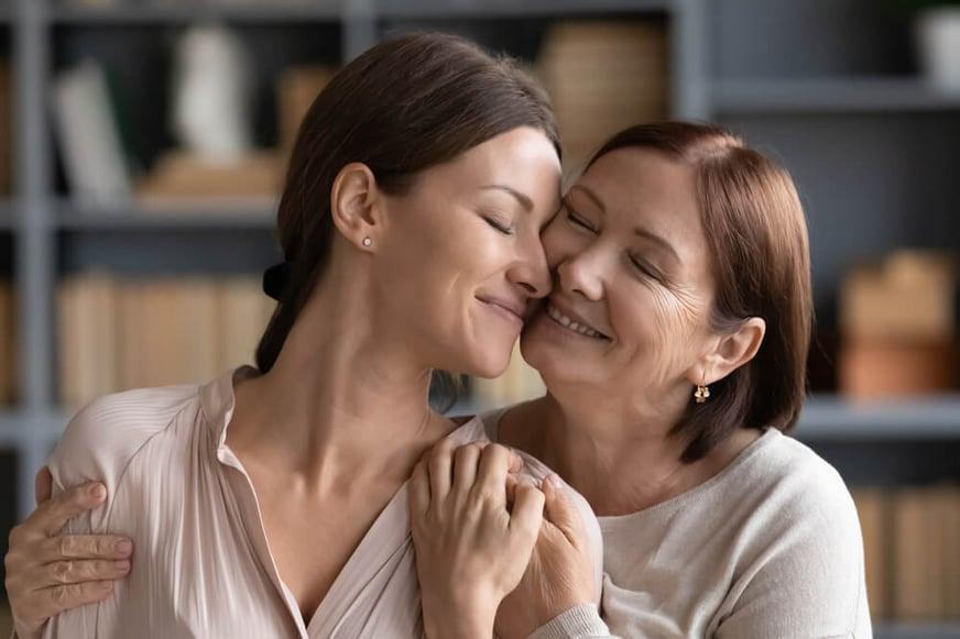6 trucos de belleza que heredamos de nuestras madres y que seguimos aplicando en la actualidad