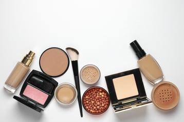 Maquillaje que toda mujer debe tener