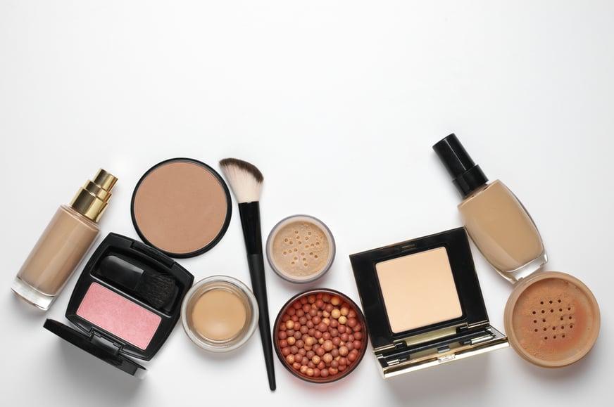 Conoce el kit básico de maquillaje que toda mujer debe tener