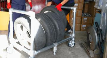 タイヤラックって結構便利!!単管パイプを使ったDIYの一例。