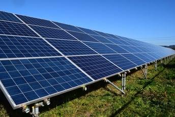 太陽光架台には型鋼?単管パイプ?私たちのイチオシ、パーフェクトポストジンクのご紹介。