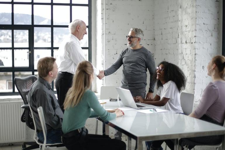 Waarom je oudere werknemers wilt behouden binnen je organisatie