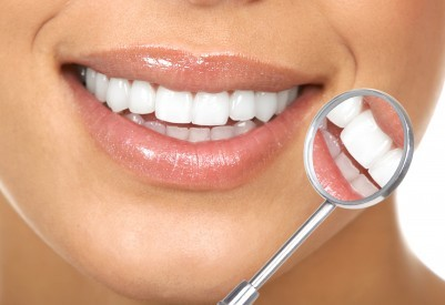 porcelain veneers for a beautiful dental makeover