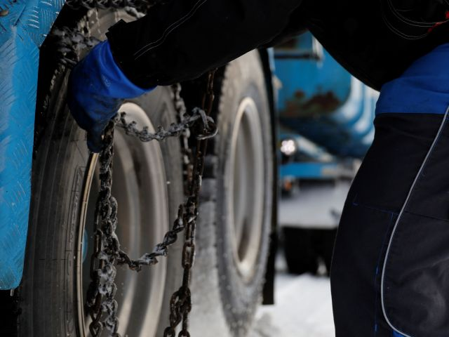 Commercial Driver- Conventional tire chain mounting vs Automatic tire chains