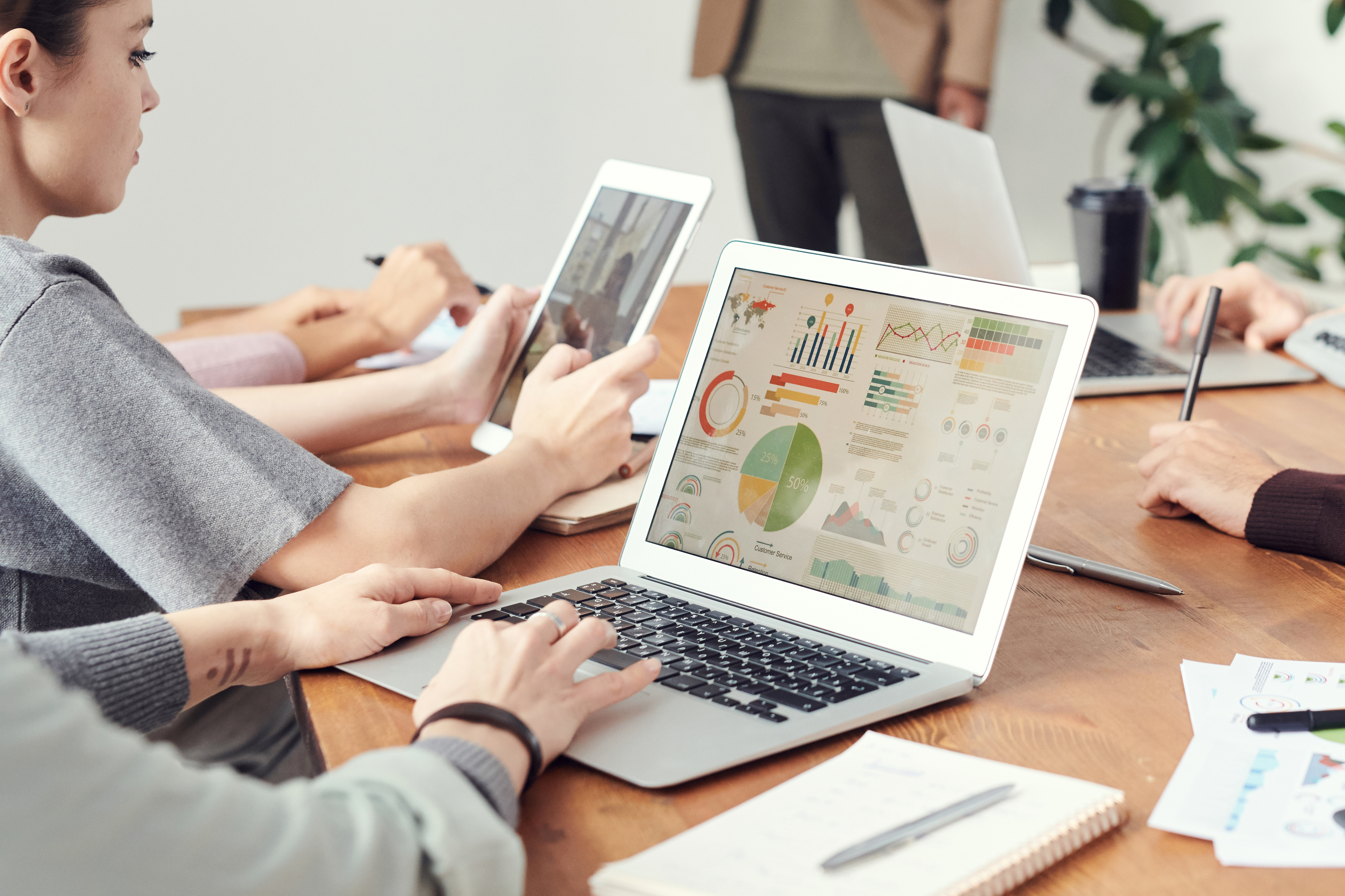Why HR Teams Should Use AI to Track Data