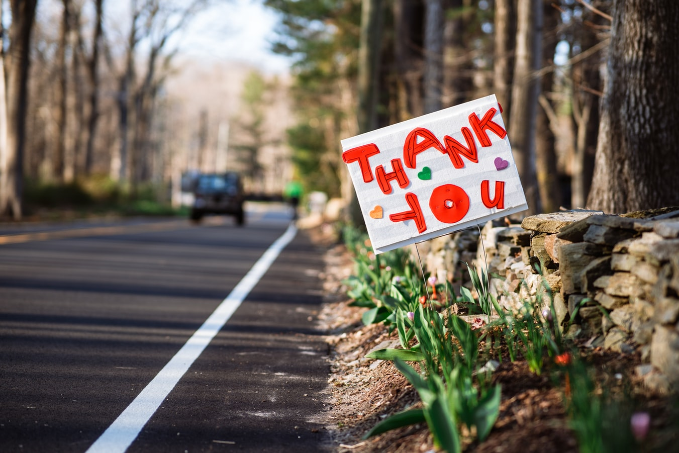 Thank you sign next to road