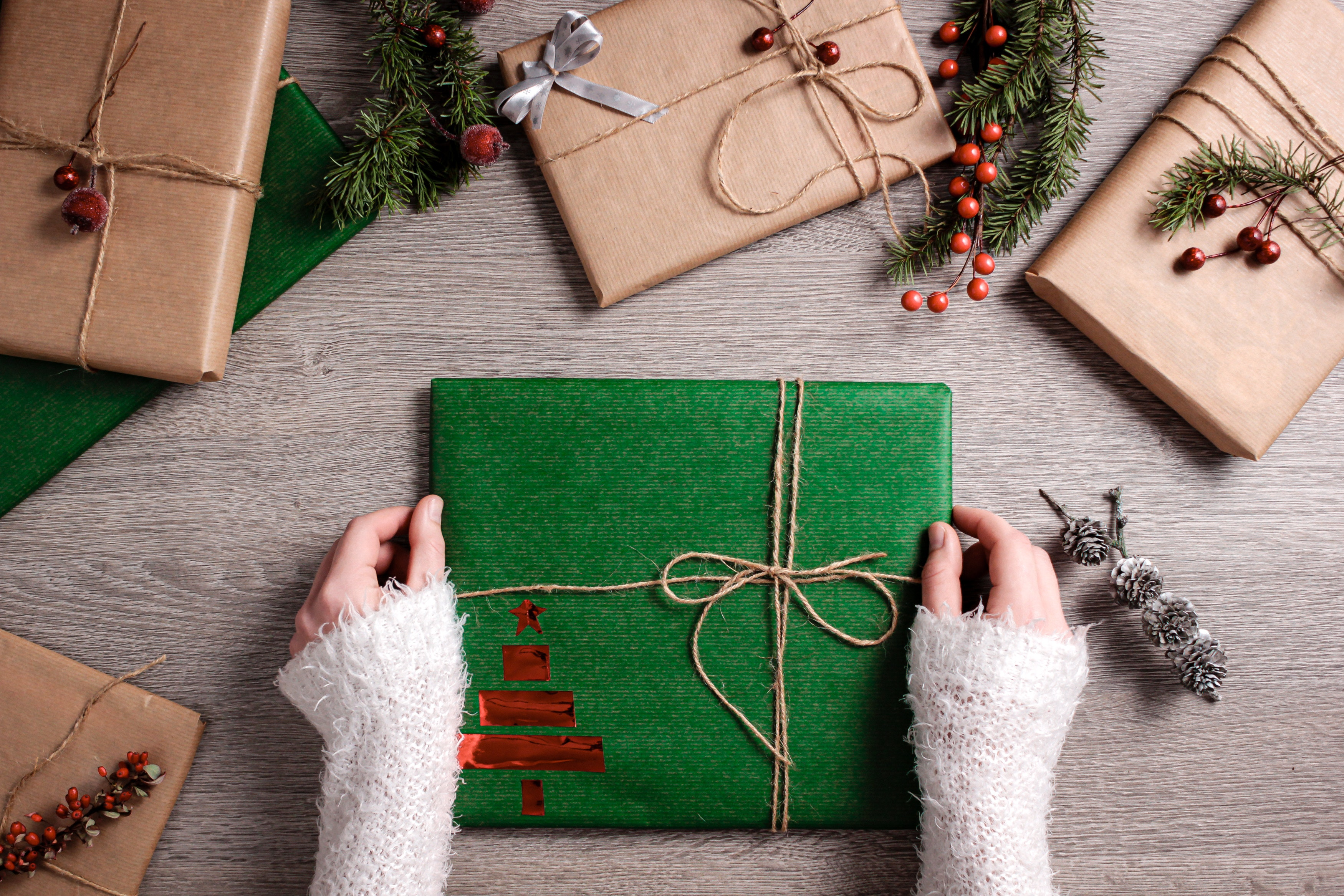 wrapped-presents-3298041