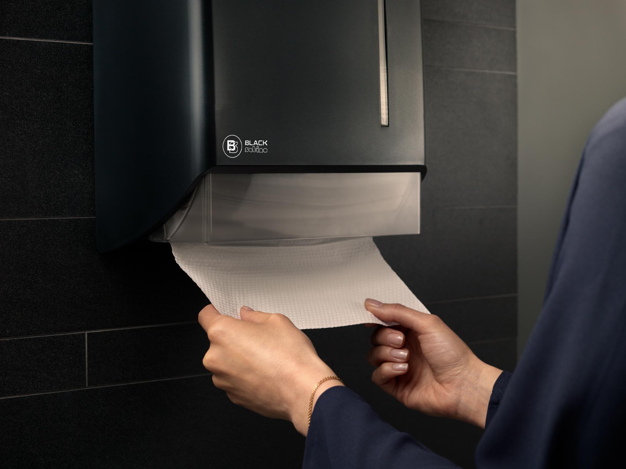 Handdoekdispenser met handen