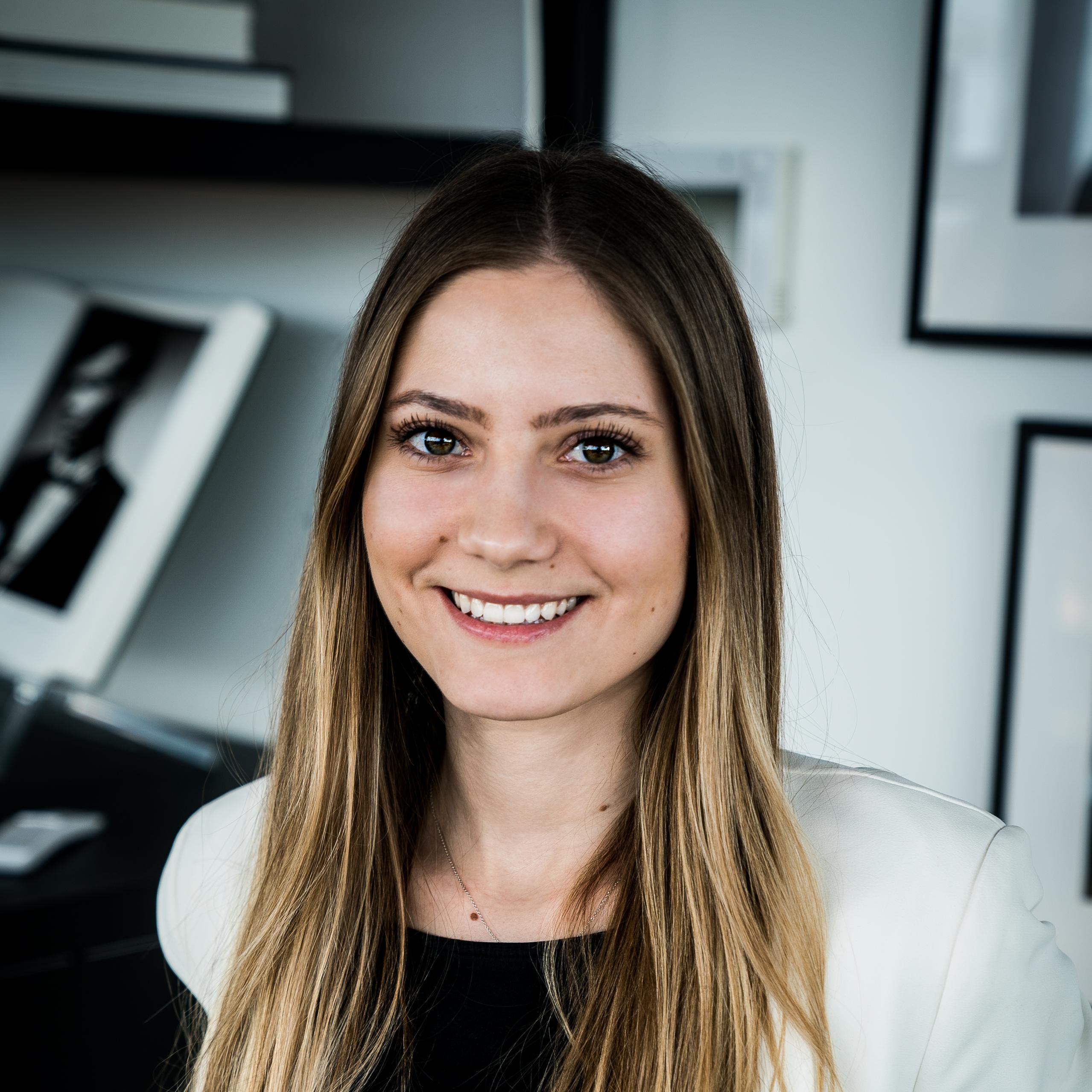 Jana Bodinka, Digital marketer