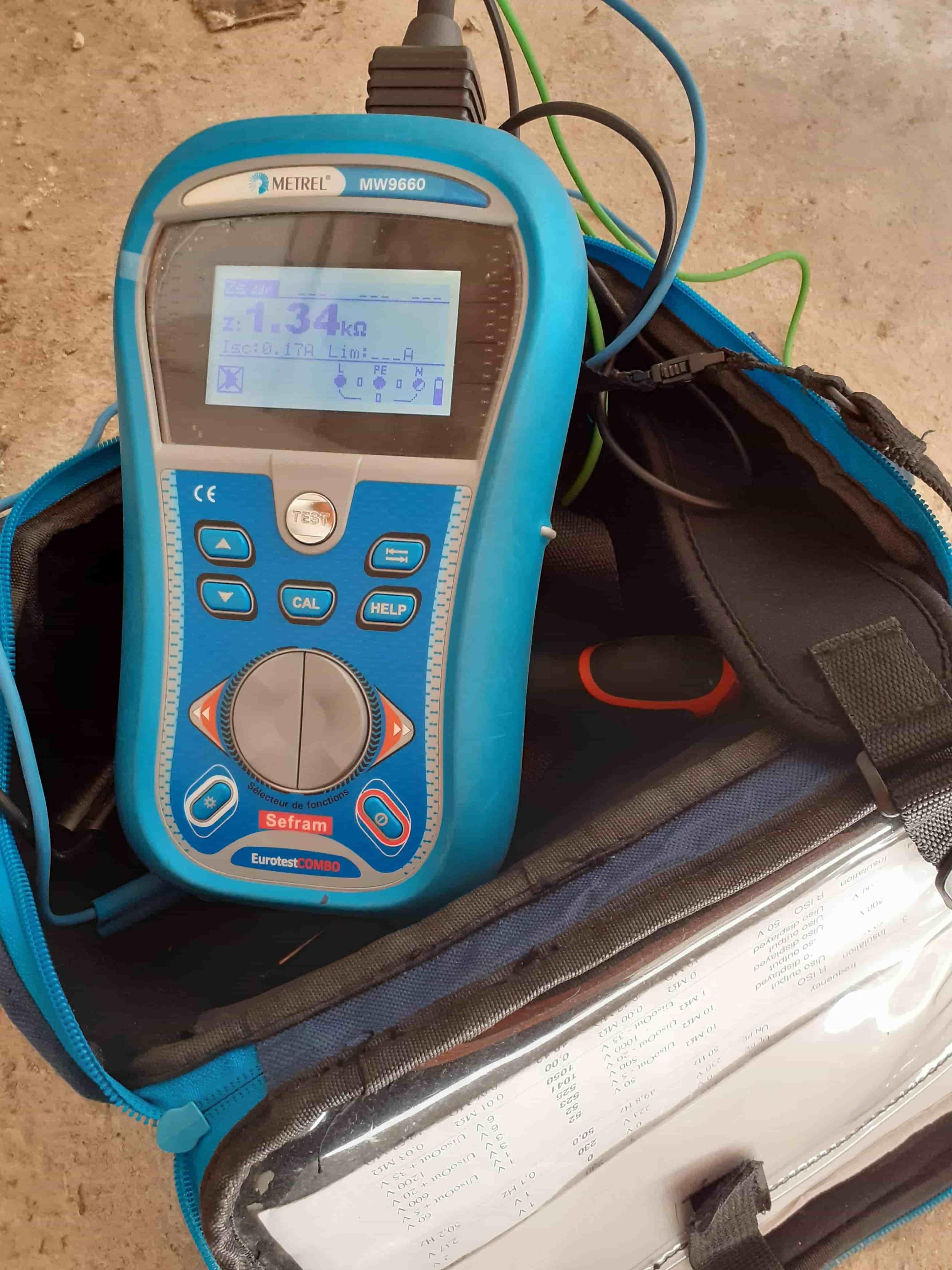 diagnostic immobilier électricité : outil mesure courant