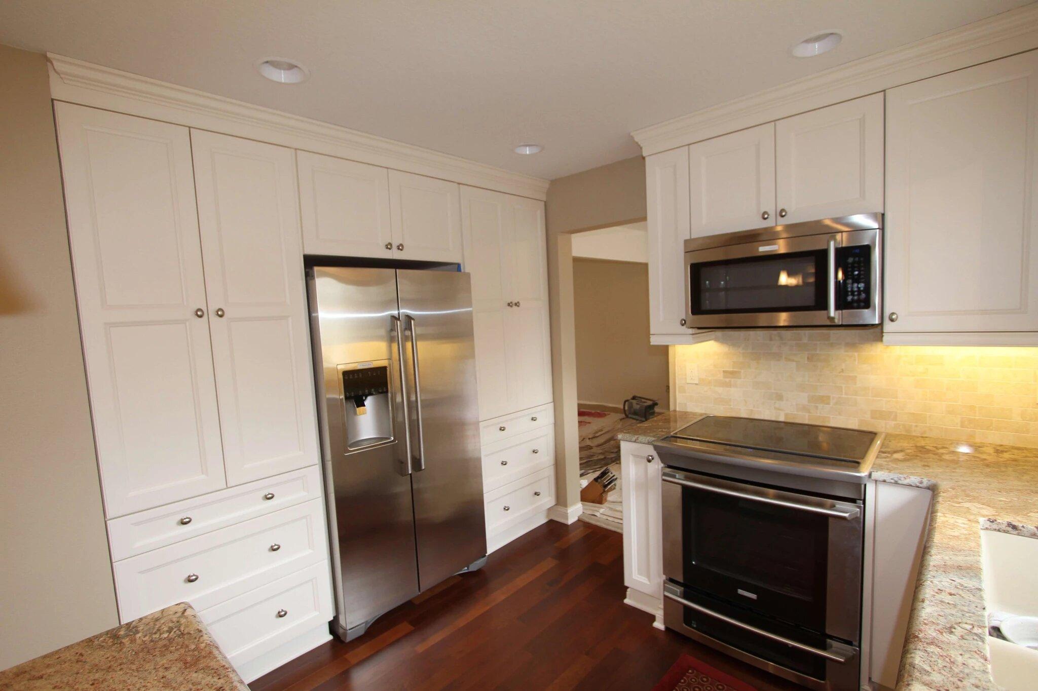 Classic white custom kitchen cabinets